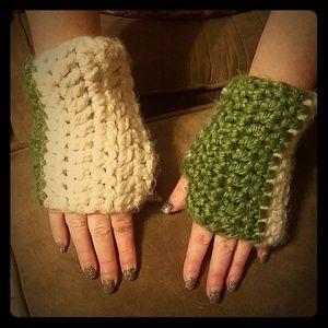 Accessories - Unique 👀 Crochet Green & Cream Fingerless Gloves